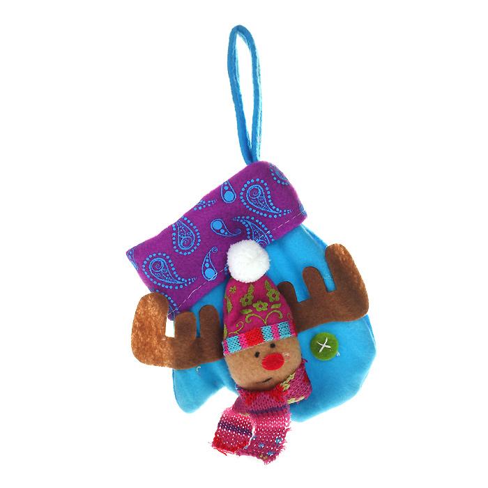 Новогоднее подвесное украшение Варежка, цвет: синий. 2532809840-20.000.00Оригинальное новогоднее украшение выполнено из полиэстера в виде варежки синего цвета. С помощью специальной петельки украшение можно повесить в любом понравившемся вам месте. Но, конечно же, удачнее всего оно будет смотреться на праздничной елке.Новогодние украшения приносят в дом волшебство и ощущение праздника. Создайте в своем доме атмосферу веселья и радости, украшая всей семьей новогоднюю елку нарядными игрушками, которые будут из года в год накапливать теплоту воспоминаний. Коллекция декоративных украшений из серии Magic Time принесет в ваш дом ни с чем несравнимое ощущение волшебства! Характеристики:Материал: полиэстер. Цвет: синий. Размер украшения: 11,5 см х 2 см х 14 см. Артикул: 25328.