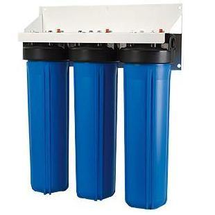 Водоочиститель Гейзер 3И 20ВВ (БА)3520Трехступенчатый стационарный фильтр повышенной производительности Гейзер 3И 20ВВ (БА) для удаления железа. Признаки присутствия железа в воде: хлопья ржавчины, бурый осадок при отстаивании, характерный привкус и запах железа, ржавые подтеки на сантехнике. Устанавливается непосредственно на магистраль холодного водоснабжения на входе дачи, дома, коттеджа. Предназначен для очистки воды с повышенным содержанием железа. Фильтр 3И20BB (БА) предназначен для очистки воды из колодцев и неглубоких скважин. Состав картриджей фильтра: - 1-я ступень очистки (картридж БА). Ресурс 10000 литров. - 2-я ступень очистки (картридж ЭФМ). Ресурс 80000 литров. - 3-я ступень очистки (картридж СВС). Ресурс 60000 литров. Назначение картриджей: 1-я ступень (картридж БА). На первой ступени (обезжелезивающий картридж БА) происходит каталитическое окисление растворенных железа и марганца, очистка воды от ржавчины и взвешенных частиц. 2-я ступень (картридж ЭФМ). С помощью осадочного картриджа (ЭФМ) из полипропилена на второй ступени происходит механическая очистка воды от ржавчины и взвешенных частиц. 3-я ступень (картридж СВС). На третьей ступени с помощью активированного угля происходит очистка воды от примесей до 1 мкм, органических соединений. Улучшается вкус и запах воды. Дополнительная информация: Корпус фильтра выполнен из прочного пластика. Тип корпуса – Big Blue 20 (диаметр используемых картриджей 114-17 мм). Гарантия 3 года. Срок эксплуатации 10 лет.