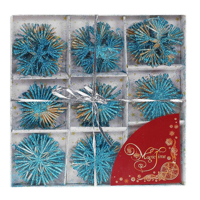 Набор новогодних подвесных украшений Снежинки, цвет: голубой, 24 шт702536Оригинальный новогодний набор «Снежинки» прекрасно подойдет для декора дома и праздничной елки. Набор состоит из 24 подвесных украшений, выполненных из натуральной соломы в виде снежинок. Изделия покрыты лаком и оформлены глиттером (голубыми блестками). С помощью специальных петелек украшения можно повесить в любом понравившемся вам месте. Но, конечно, удачнее всего такие игрушки будут смотреться на праздничной елке. Украшения из натуральной соломы сейчас находятся на пике моды. Но мало кто знает, что, на самом деле, модное веяние является ничем иным, как хорошо забытым атрибутом рождественских праздников стран раннехристианской Европы. Солома напоминала о яслях, в которых лежал младенец Иисус. Из нее мастерили праздничных куколок, короны, пирамиды и просто рассыпали по полу. Елочная игрушка - символ Нового года. Она несет в себе волшебство и красоту праздника. Создайте в своем доме атмосферу веселья и радости, украшая новогоднюю елку нарядными игрушками, которые будут из года в год накапливать теплоту воспоминаний. Коллекция декоративных украшений из серии Magic Time принесет в ваш дом ни с чем несравнимое ощущение волшебства! Набор упакован в картонную коробку, перевязанную серебристой лентой. Характеристики:Материал: натуральная солома, текстиль, блестки. Цвет: голубой. Комплектация: 24 шт. Диаметр снежинки: 6 - 7 см. Размер упаковки: 26 см х 26 см х 2,5 см. Артикул: 30835.