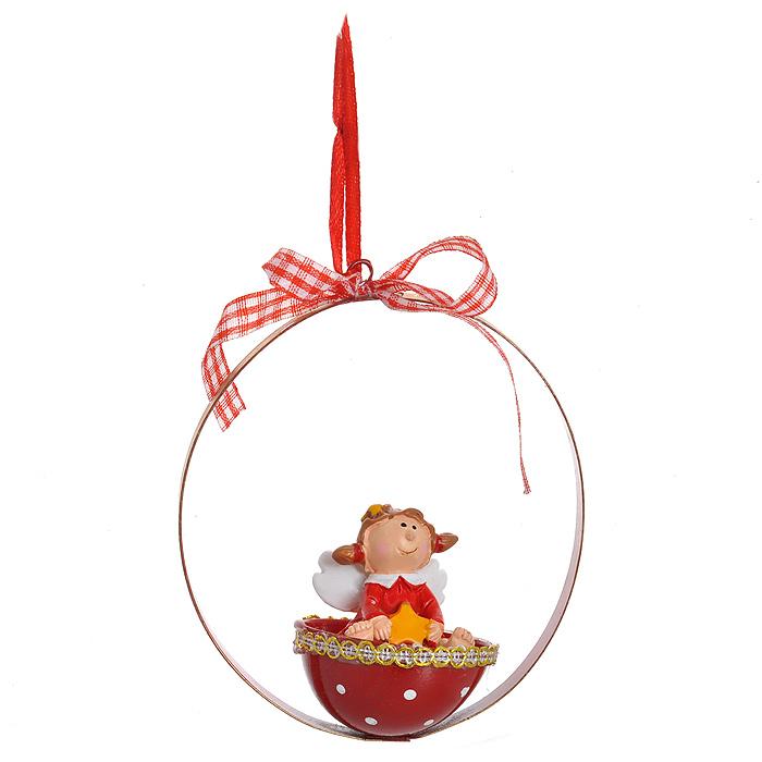 Новогоднее подвесное украшение Ангел в корзинке. 31064NLED-454-9W-BKИзящное новогоднее украшение Ангел в корзинке выполнено из полирезины и черного металла. Украшение представляет собой ангела в корзинке со звездой в руках. С помощью специальной текстильной петельки украшение можно повесить в любом понравившемся вам месте. Но, конечно, удачнее всего такая игрушка будет смотреться на праздничной елке.Новогодние украшения приносят в дом волшебство и ощущение праздника. Создайте в своем доме атмосферу веселья и радости, украшая всей семьей новогоднюю елку нарядными игрушками, которые будут из года в год накапливать теплоту воспоминаний. Характеристики:Материал: полирезина, черный металл. Цвет: красный. Размер украшения: 10 см х 9 см х 5 см. Артикул: 31064.