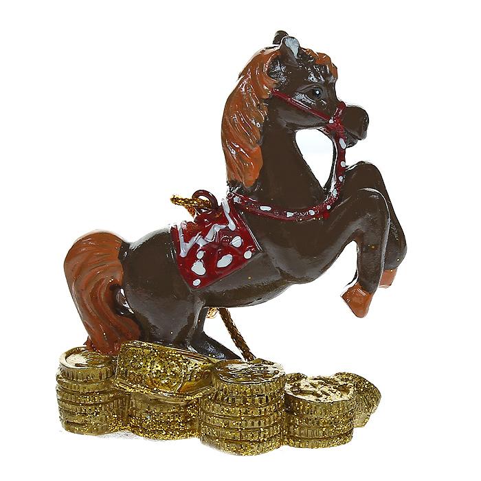 Новогоднее подвесное украшение Денежная лошадка. 3180926167Изящное новогоднее украшение Денежная лошадка выполнено из полирезины. С помощью специальной текстильной петельки украшение можно повесить в любом понравившемся вам месте. Но, конечно, удачнее всего такая игрушка будет смотреться на праздничной елке.Новогодние украшения приносят в дом волшебство и ощущение праздника. Создайте в своем доме атмосферу веселья и радости, украшая всей семьей новогоднюю елку нарядными игрушками, которые будут из года в год накапливать теплоту воспоминаний. Характеристики:Материал: полирезина. Цвет: коричневый, золотистый. Размер украшения: 7 см х 6 см х 3 см. Артикул: 31809.