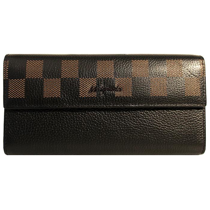 Кошелек женский Malgrado, цвет: черный. 72044-1-5001BM8434-58AEСтильный кошелек Malgrado изготовлен из натуральной кожи черного цвета с декоративным тиснением и вмещает в себя купюры в развернутом виде в полную длину. Внутри содержит пять основных отделений, одно из которых закрывается на кнопку, внутри расположено десять кармашков для карточек, визиток или кредиток и одно с прозрачным окошком, одно горизонтальное отделение и еще одно отделение на защелке для мелочи. С оборотной стороны расположен карман на молнии. Закрывается кошелек клапаном на кнопку.Кошелек упакован в подарочную металлическую коробку с логотипом фирмы. Такой кошелек станет замечательным подарком человеку, ценящему качественные и практичные вещи. Характеристики:Материал: натуральная кожа, текстиль, металл. Размер кошелька: 18 см х 9 см х 3 см. Цвет: черный. Размер упаковки: 23 см х 12,5 см х 4,5 см. Артикул: 72044-1-5001D.