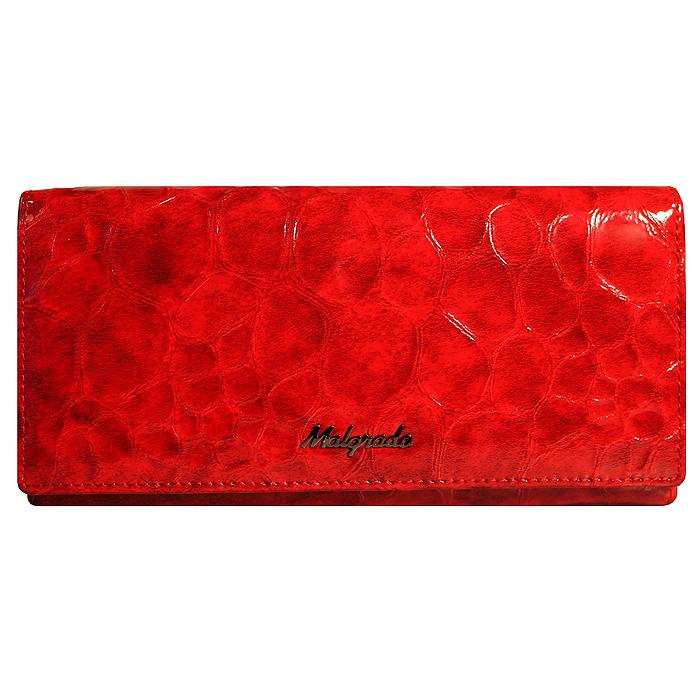 Кошелек женский Malgrado, цвет: красный. 72058-20501#BM8434-58AEСтильный кошелек Malgrado изготовлен из лакированной натуральной кожи красного цвета с декоративным тиснением под рептилию и вмещает в себя купюры в развернутом виде в полную длину. Внутри содержит три отделения для купюр, один дополнительный карман на молнии, семь отделений для дисконтных карт, визиток, кредиток, один прозрачный кармашек для пропуска, проездного или фотографии, два дополнительных потайных кармана и отделение для мелочи, закрывающийся на металлический замок. С оборотной стороны расположен открытый карман. Закрывается кошелек клапаном на кнопку. Кошелек упакован в подарочную металлическую коробку с логотипом фирмы. Такой кошелек станет замечательным подарком человеку, ценящему качественные и практичные вещи. Характеристики:Материал: натуральная кожа, текстиль, металл. Размер кошелька: 18,5 см х 9 см х 2,5 см. Цвет: красный. Размер упаковки:23 см х 13 см х 5 см. Артикул: 72058-20501# Red.