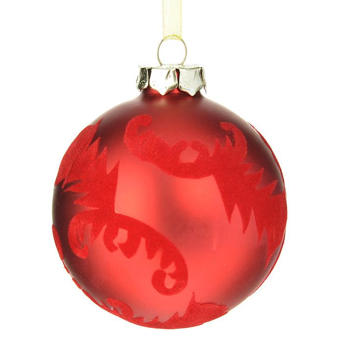Новогоднее подвесное украшение Шар, цвет: красный. 3051438221Подвесное украшение «Шар» прекрасно подойдет для праздничного декора новогодней ели. Украшение выполнено из стекла и оформлено изящными узорами из бархатистой ткани. Шар оснащен текстильной ленточкой желтого цвета.Елочная игрушка - символ Нового года. Она несет в себе волшебство и красоту праздника. Создайте в своем доме атмосферу веселья и радости, украшая новогоднюю елку нарядными игрушками, которые будут из года в год накапливать теплоту воспоминаний. Коллекция декоративных украшений из серии Magic Time принесет в ваш дом ни с чем несравнимое ощущение волшебства! Характеристики:Материал: стекло, текстиль. Цвет: красный. Диаметр украшения: 8 см. Размер упаковки: 9,5 см х 9,5 см х 9 см. Артикул: 30514.