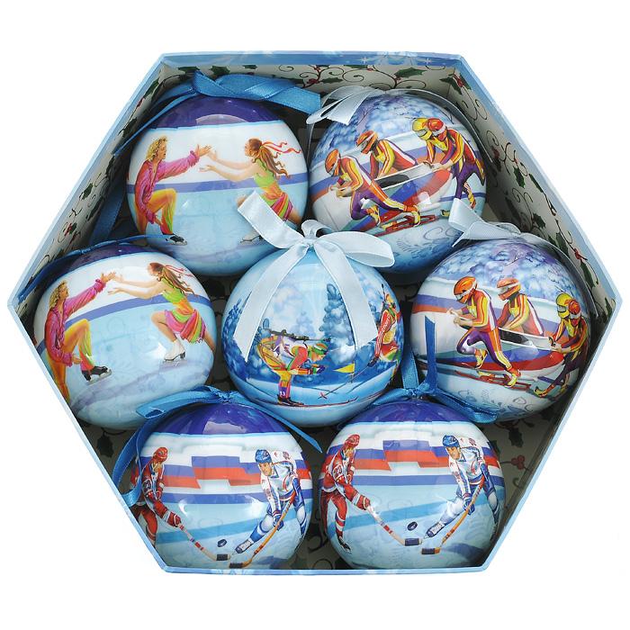 Набор новогодних подвесных украшений Спорт, диаметр 7,5 см, 7 шт. 2035231062Набор подвесных украшений Спорт состоит из семи новогодних шаров. Украшения выполнены из пластика в виде шаров, декорированных ручной художественной росписью и покрытых лаком. Благодаря плотному корпусу изделия никогда не разобьются, поэтому вы можете быть уверены, что они прослужат вам долгие годы. На каждом шарике из набора изображены различные зимние виды спорта. Такой набор елочных игрушек может стать отличным и незабываемым подарком.Набор упакован в подарочную шестиугольную коробку.Откройте для себя удивительный мир сказок и грез. Почувствуйте волшебные минуты ожидания праздника, создайте новогоднее настроение вашим дорогим и близким. Характеристики:Материал: ПВХ, текстиль. Диаметр шара: 7,5 см. Комплектация: 7 шт. Размер упаковки: 24,5 см х 21,5 см х 8 см. Производитель: Россия. Изготовитель: Китай. Артикул: 20352. Компания Незабудка занимается продажей новогодних украшений и детских игрушек. Большинство украшений сделано по собственным дизайн - проектам. Шары, луковки, сосульки, выполненные как в классических расцветках, так и в современных дизайнерских решениях - великолепные цветочные орнаменты, с иллюстрациями к русским сказкам. В ассортименте компании так же представлены украшения для комнатных елей, праздничного убранства офисов, крупные игрушки для больших елей и оформления торговых центров. Эти украшения изготовлены из современных экологически безопасных искусственных материалов.