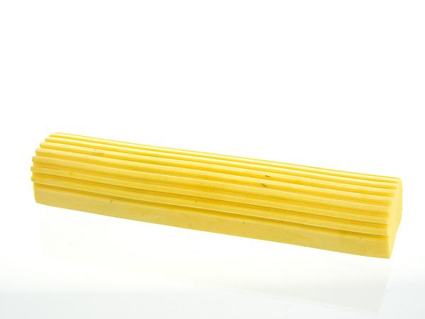 Сменная насадка для швабры Бабочка. 1402219ADF1513-2Сменная насадка для швабры (механизм Бабочка) выполнена из ПВА и пластика. Насадка обладает сверхвпитываемостью, сохраняет свою структуру и форму даже после многократного использования. Такая насадка сделает уборку эффективнее и приятнее. Характеристики:Материал: пластик, ПВА. Размер насадки (Д х Ш х В): 28 см х 5,5 см х 4 см. Цвет: желтый. Размер упаковки: 28 см х 5,5 см х 4 см. Артикул:1402219.