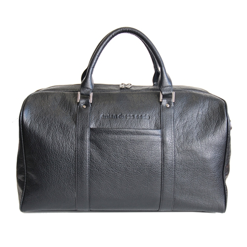 Сумка дорожная Antan, цвет: черный. 2-230 ВERLBP03024-KVJ7Стильная дорожная сумка Antan выполнена из искусственной кожи черного цвета. Сумка имеет одно основное отделение, которое закрывается на застежку-молнию с двумя бегунками. Внутри содержится вшитый карман на молнии. С передней стороны расположен небольшой карман на застежке-молнии. Сумка оснащена уплотненным дном, двумя удобными ручками и отстегивающимся плечевым ремнем регулируемой длины. На дне - 5 металлических ножек. Фурнитура - серебристого цвета. Функциональная и вместительная, такая сумка поможет не только уместить все необходимые вещи, но и станет модным аксессуаром, который идеально дополнит ваш образ. Характеристики: Материал: искусственная кожа, металл, текстиль. Цвет: черный. Размер сумки (ДхШхВ): 50 см х 28 см х 27 см. Высота ручек: 18 см. Длина плечевого ремня: 80-133 см. Артикул: 2-230 В. Компания Antan существует уже более 10 лет. Свою деятельность она начинала с выпуска дамских сумок, сейчас в ассортименте представлен большой выбор молодежных, дорожно-спортивных, деловых, универсальных сумок, а так же клатчей и маленьких сумочек.Мир моды не стоит на месте, и, следуя тенденциям, компания Antan старается как можно чаще радовать покупателей новыми моделями сумок. Технологии XXI века позволяют производить износостойкие и современные материалы, в которых модельеры и технологи ценят безграничные возможности выбора фактур и цветовых решений.