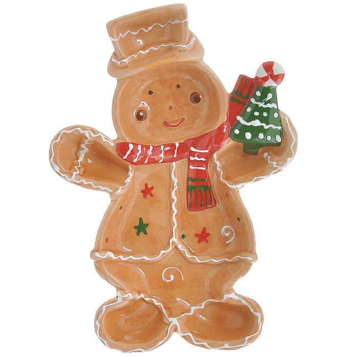 Блюдо Снеговик, 26 см х 18 см х 3 см20-319Блюдо Снеговик выполнено из высококачественного фаянса. Блюдо изготовлено в форме снеговика с елочкой в руке. Данное блюдо сочетает в себе оригинальный дизайн с максимальной функциональностью, оно отлично подойдет для подачи десертов, фруктовых салатов. Красочность оформления особенно подойдет для новогоднего торжества. Характеристики: Материал:фаянс. Цвет: коричневый. Размер блюда (Д х Ш х В): 26 см х 18 см х 3 см. Размеры упаковки: 26 см х 18 см х 4 см. Артикул: YM121248-2B/C.