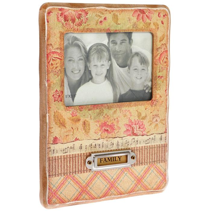 Фоторамка Family, 21,6 см х 16,5 см. 211С-23647833 /1017-651Декоративная фоторамка Family, выполненная из дерева, оформлена изображением цветов, нот и ромбовидным рисунком. На обратной стороне имеется ножка для размещения рамки на столе. Фоторамку можно поставить на рабочий стол или любое другое место в доме или офисе. К тому же, она может стать отличным подарком для близкого человека. Ее можно подарить вместе с любимой фотографией, которая оставит после себя теплые воспоминания, и будет радовать своего получателя каждый день.Характеристики:Материал: дерево, стекло, картон, металл. Размер фоторамки: 21,6 см х 16,5 см х 1,3 см. Размер фотографии: 11,5 см х 7,5 см. Артикул: 211С-236.