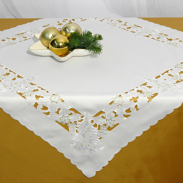 Скатерть Schaefer, квадратная, цвет: белый, 85x 85 см. 07297-1002801Скатерть Schaefer выполнена из высококачественного полиэстера белого цвета и декорирована новогодней вышивкой в технике ришелье.Изделия из полиэстера легко стирать: они не мнутся, не садятся и быстро сохнут, они более долговечны, чем изделия из натуральных волокон. Вы можете использовать скатерть для декорирования стола, комода, журнального столика. В любом случае она добавит в ваш дом стиля, изысканности и неповторимости. Идеальный вариант для новогоднего подарка вашим друзьям и близким. Характеристики:Материал: 100% полиэстер. Цвет: белый. Размер скатерти: 85 см х 85 см. Артикул: 07297-100. Немецкая компания Schaefer создана в 1921 году. На протяжении всего времени существования она создает уникальные коллекции домашнего текстиля для гостиных, спален, кухонь и ванных комнат. Дизайнерские идеи немецких художников компании Schaefer воплощаются в текстильных изделиях, которые сделают ваш дом красивее и уютнее и не останутся незамеченными вашими гостями. Дарите себе и близким красоту каждый день!