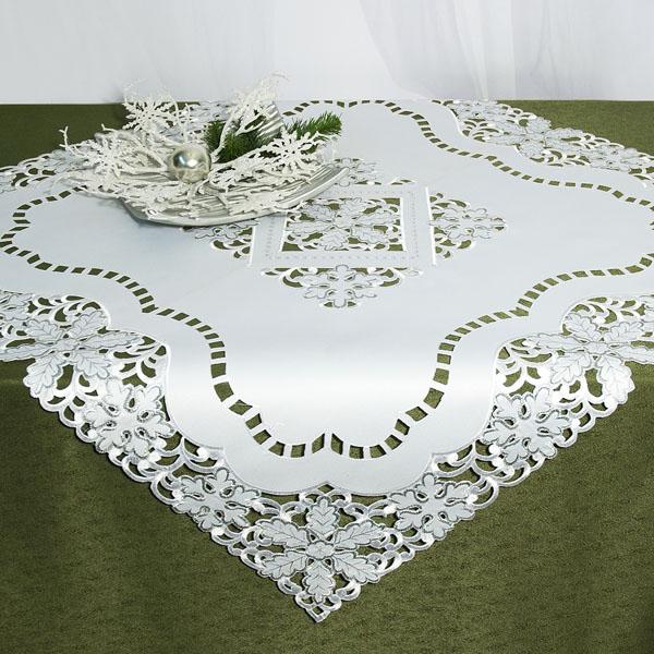 Скатерть Schaefer, квадратная, цвет: белый, 85x 85 см. 07319-100S03301004Скатерть Schaefer выполнена из высококачественного полиэстера белого цвета и декорирована вышитыми в технике ришелье снежинками.Изделия из полиэстера легко стирать: они не мнутся, не садятся и быстро сохнут, они более долговечны, чем изделия из натуральных волокон.Вы можете использовать скатерть для декорирования стола, комода, журнального столика. В любом случае она добавит в ваш дом стиля, изысканности и неповторимости. Идеальный вариант для новогоднего подарка вашим друзьям и близким. Характеристики:Материал: 100% полиэстер. Цвет: белый. Размер скатерти: 85 см х 85 см. Артикул: 07319-100. Немецкая компания Schaefer создана в 1921 году. На протяжении всего времени существования она создает уникальные коллекции домашнего текстиля для гостиных, спален, кухонь и ванных комнат. Дизайнерские идеи немецких художников компании Schaefer воплощаются в текстильных изделиях, которые сделают ваш дом красивее и уютнее и не останутся незамеченными вашими гостями. Дарите себе и близким красоту каждый день!