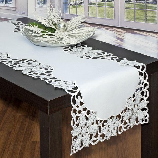 Дорожка для декорирования стола Schaefer, прямоугольная, цвет: белый, 40 x 140 см 07319-21193-SI-CU-06.1Очень нарядная дорожка Schaefer выполнена из высококачественного полиэстера. Большой объем сложной вышивки делает ее отличительной от всей остальной коллекции. По всему краю изделия вышивка в технике ришелье. Снежинки и узоры вышиты шелком в бело-серебристой гамме. Вы можете использовать дорожку для декорирования стола, комода или журнального столика. Это изделие будет украшением вашей квартиры или загородного дома!Благодаря такой дорожке вы защитите поверхность мебели от воды, пятен и механических воздействий, а также создадите атмосферу уюта и домашнего тепла в интерьере вашей квартиры. Изделия из искусственных волокон легко стирать: они не мнутся, не садятся и быстро сохнут, они более долговечны, чем изделия из натуральных волокон. Характеристики:Материал: 100% полиэстер. Размер:40 см х 140 см. Цвет:белый. Артикул:07319-211. Немецкая компания Schaefer создана в 1921 году. На протяжении всего времени существования она создает уникальные коллекции домашнего текстиля для гостиных, спален, кухонь и ванных комнат. Дизайнерские идеи немецких художников компании Schaefer воплощаются в текстильных изделиях, которые сделают ваш дом красивее и уютнее и не останутся незамеченными вашими гостями. Дарите себе и близким красоту каждый день!