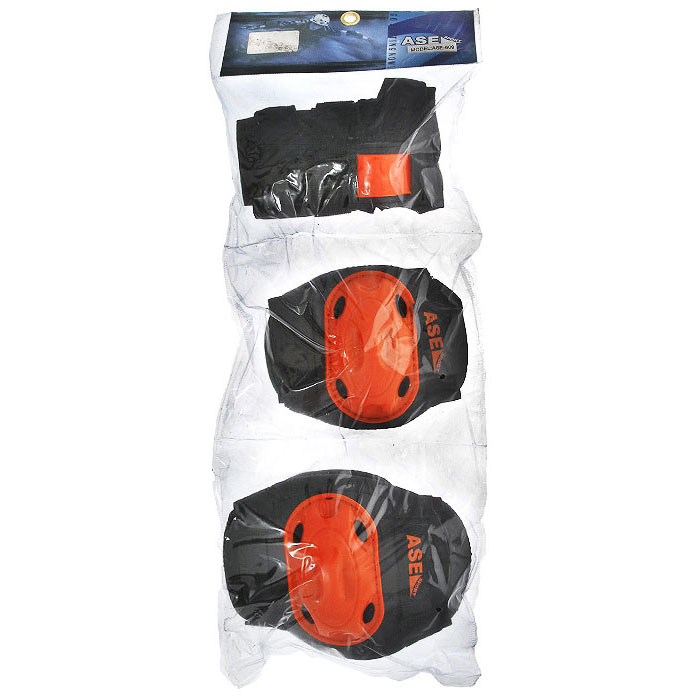 Защита роликовая ASE-609, цвет: оранжевый, черный. Размер MASS-02 S/MКомплект защиты ASE-609 предназначен для комфортного и безопасного катания на роликах, чтобы ребенок при падении не получил травму. Наколенники и налокотники закрывают и предохраняют от ударов локти и колени - места частых ссадин у детей. Специальная защита для запястий уберегает кисть от ударов и предохраняет от вывихов. Защитная экипировка легко надевается и крепится при помощи ремней на липучках. Характеристики: Материал: текстиль, пластик. Размер наколенников: 12 см х 16 см х 4 см. Размер налокотников: 10 см х 14 см х 3 см. Размер основы защиты запястья: 8,5 см х 15,5 см.