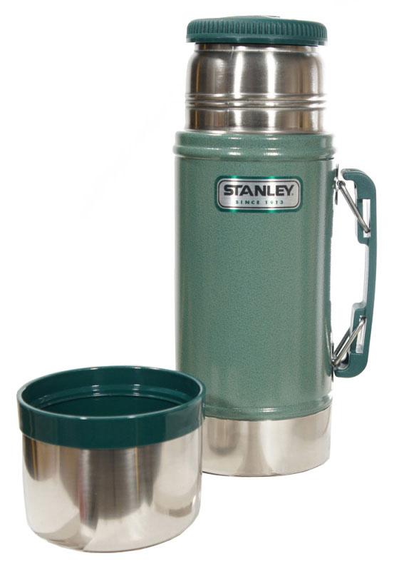 Термос Stanley Legendary Classic Food Flask, с широким горлом, цвет: темно-зеленый, 0,7 лVT-1520(SR)Термос Stanley Legendary Classic Food Flask с широкой горлышком прекрасно подойдет для транспортировки продуктов питания, напитков или супов. Он будет незаменим во время путешествий, поездок на пикник или на дачу. Особенности термоса Stanley Legendary Classic Food Flask:- наружное покрытие - абразивостойкая эмаль;- корпус и внутренняя колба выполнены из нержавеющей стали;- удержание тепла - 15 ч;- удержание холода - 15 ч;- вакуумная изоляция;- прочная пластиковая ручка;- герметичность;- крышка может использоваться как термостакан.Высота термоса (с учетом крышки): 26,5 см.Диаметр основания термоса: 10 см.Диаметр пластиковой чашки (по верхнему краю): 9,5 см.Диаметр горлышка: 7 см. Гарантийный срок 5 лет. Возврат товара возможен только через сервисный центр.Гарантийный центр:м. ВДНХ, Ботанический сад 129223, г. Москва, Проспект Мира, 119, ВВЦ, строение 323+7 495 974 3494service@omegatool.ru Время работы сервисного центра: Пн-чт: 10.00-18.00Пт: 10.00- 17.00Сб, Вс: выходные дни