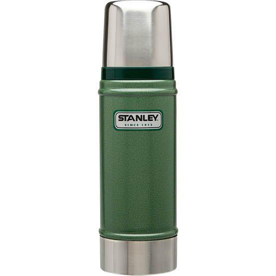 Термос Stanley Classic Vacuum Bottle, цвет: зеленый, 0,7 лVT-1520(SR)Термос Stanley Classic Vacuum Bottle выполнен из нержавеющей стали ипрекрасно подойдет для транспортировки напитков. Он удерживает тепло и холод на протяжении 18 часов и будет незаменим во время путешествий, поездок на пикник или на дачу. Особенности термоса Термос Stanley Classic Vacuum Bottle:- наружное покрытие - абразивостойкая эмаль;- корпус и внутренняя колба выполнены из нержавеющей стали;- вакуумная изоляция;- герметичность;- крышка-термостакан.Гарантийный срок 5 лет. Возврат товара возможен только через сервисный центр.Гарантийный центр:м. ВДНХ, Ботанический сад 129223, г. Москва, Проспект Мира, 119, ВВЦ, строение 323+7 495 974 3494service@omegatool.ru Время работы сервисного центра: Пн-чт: 10.00-18.00Пт: 10.00- 17.00Сб, Вс: выходные дни