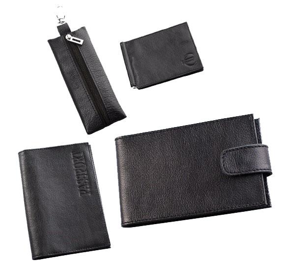 Подарочный набор Befler Грейд: ключница, обложка для паспорта, визитница, зажим для купюр, цвет: черный. KL.8/O.1/V.31/Z.9-9BM8434-58AEПодарочный набор Грейд включает в себя ключницу, обложку для паспорта, визитницу и зажим для купюр. Ключница Befler выполнено из натуральной кожи черного цвета. Ключница для длинных ключей прямоугольной формы. Закрывается на молнию. Внутри кольцо, диаметром 22 мм на кожаной петле. С внешней стороны - карабин. Обложка для паспорта Befler, выполнена из натуральной кожи черного цвета. На внутреннем развороте 2 кармана из прозрачного пластика с выемкой. Визитница Befler выполнена из натуральной кожи черного цвета. Закрывается хлястиком на скрытую кнопку. На внутреннем развороте 2 кармана из прозрачного пластика. Внутренний блок на 40 визитных и 20 кредитных карт. Зажим для купюр Befler выполнен из натуральной кожи черного цвета. На внутреннем развороте: металлическая фурнитура для купюр на пружине, 3 кармана для кредитных карт, дополнительный глубокий карман. На внешней стороне карман для мелочи, закрывающийся на молнию. Такой набор станет отличным подарком для человека, ценящего качественные и красивые вещи. Характеристики: Цвет: черный. Материал: натуральная кожа, текстиль, металл. Размер ключница: 5 см x 18,5 см. Размер обложки: 9,5 см х 13,5 см. Размер визитницы: 11 см х 7 см. размер зажима для купюр: 11 см х 8,5 см. Размер упаковки: 10 см x 23 см x 7 см. Артикул: KL.8/O.1/V.31/Z.9-9черный.