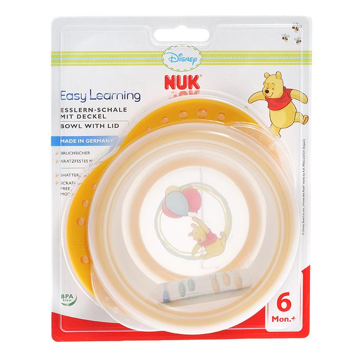 Миска детская NUK Easy Learning, с крышкой, от 6 месяцев, цвет: оранжевый,10255094Детская миска NUK Easy Learning прекрасно подойдет для кормления малыша и самостоятельного приема им пищи. Она выполнена из прочного безопасного полипропилена, дно оформлено ярким изображением всеми любимого Винни-Пуха. Благодаря круглой форме и высоким краям малышу гораздо легче зачерпывать из нее еду. За нескользящие ручки миску удобно держать. На дне миски имеется прорезиненный ободок, предохраняющий ее от скольжения. Миска плотно закрывается прозрачной крышкой, что позволяет хранить в ней пищу. Характеристики:Рекомендуемый возраст:от 6 месяцев. Размер миски (ДхШхВ): 16 см х 4,5 см х 14,5 см.