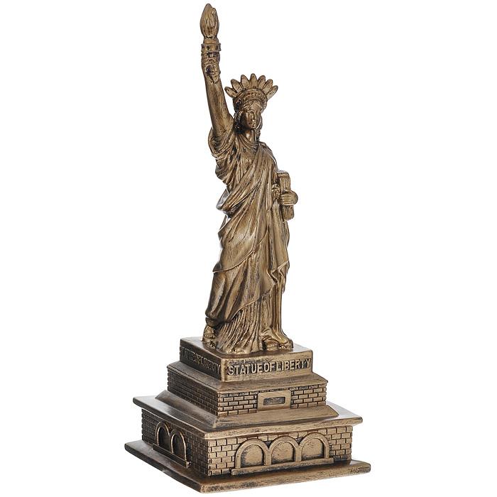 Копилка Статуя Свободы, цвет: золотистыйБрелок для ключейКопилка Статуя Свободы выполнена из резино-пластика, окрашенного под золото. С задней стороны имеется отверстие для монет. Накопленные деньги можно легко достать, сняв клапан на дне изделия. Изюминка данного изделия в том, что статую можно частично согнуть, сделав ее более забавной, тем самым намекнув, что не только Пизанская башня может быть наклонной. Такая копилка стильно украсит интерьер комнаты и поможет накопить деньги. Копилка станет замечательным подарком. Характеристики:Материал: резино-пластик. Цвет: золотистый. Высота копилки: 28 см. Размер основания: 11,5 см х 11,5 см. Артикул: 94940.