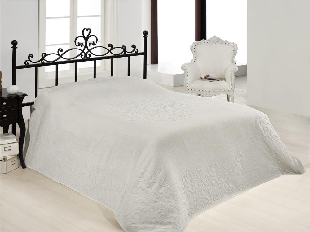 Покрывало махровое Ravenna Cover цвет: белый, 220 х 240 см1004900000360Покрывало махровое Ravenna Cover гармонично впишется в интерьер вашего дома и создаст атмосферу уюта и комфорта. Оно оформлено жаккардовой каймой и рельефным рисунком. Классические оттенки, жаккардовый рисунок в стиле барокко, мягкость и шелковистость ткани сделают это покрывало незаменимым предметом в Вашем доме! Характеристики:Материал: 40% хлопок, 60% бамбук. Размер: 220 см х 240 см. Цвет: белый. Производитель: Турция.