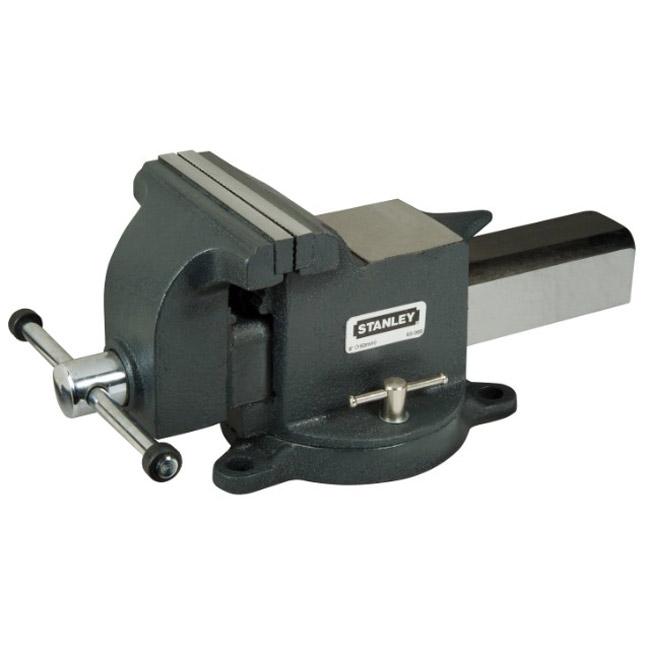 Тиски Stanley MaxSteel для большой нагрузки, усилие стяжки: 1800 кг. 1-83-0671-83-067Тиски Stanley MaxSteel для большой нагрузки. Прочная чугунная конструкция. Накатанная резьба винтов обеспечивает плавную работу и продолжительный срок службы. Основание закрепляется болтами к верстаку для обеспечения стабильности. Поворотное основание с фиксацией для универсальности. Хромовое покрытие рукояток для сопротивления коррозии. Характеристики: Материал: металл. Глубина: 9,5 см. Максимальный размер раскрытия при сжатии:12,5 см. Усилие стяжки:1800 кг. Размер упаковки:39 см х 8 см х 17 см.