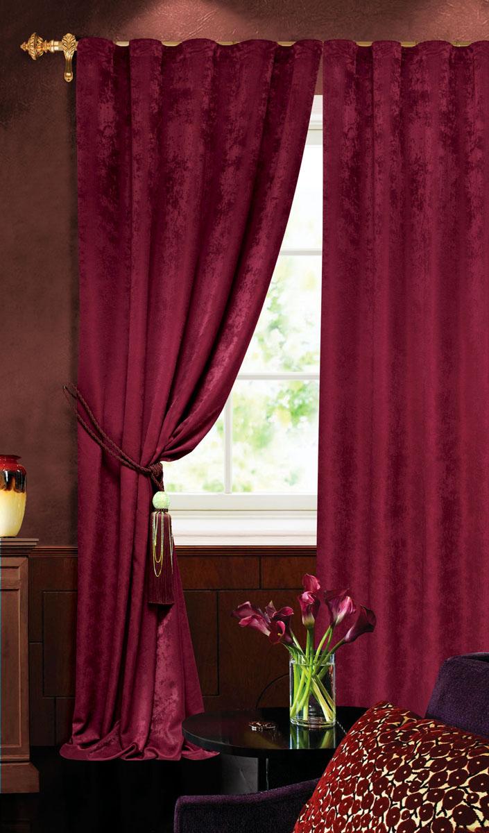 Штора готовая для гостиной Garden, на ленте, цвет: бордовый, размер 140 х 260 см. С 535123 V2277S03301004Штора готовая для гостиной Garden выполнена из облегченного велюра (полиэстера). Богатая текстура материала и изысканная цветовая гамма привлекут к себе внимание и органично впишутся в интерьер помещения.Изделие оснащено шторной лентой для красивой сборки.Штора Garden великолепно украсит любое окно.