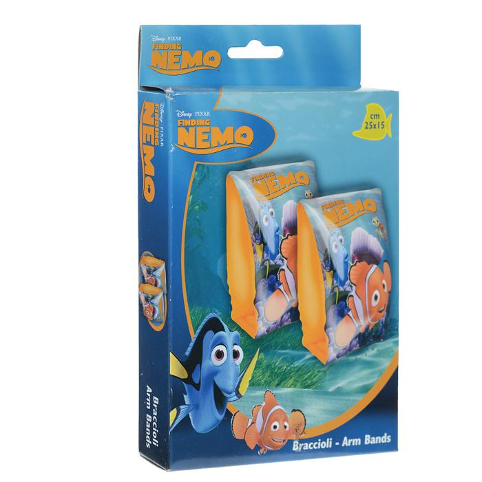 """Удобные надувные нарукавники для плавания """"В поисках Немо"""" помогут вашему ребенку в короткие сроки научиться плавать и уверенно себя чувствовать на воде. Они выполнены из прочного винила ярких цветов и оформлены изображениями персонажей популярного мультфильма """"В поисках Немо"""". Каждый нарукавник состоит из двух воздушных отделений и ровной внутренней поверхности. Такие надувные нарукавники для плавания станут незаменимым атрибутом летнего отдыха. Они отлично подойдут для детских игр в воде!"""