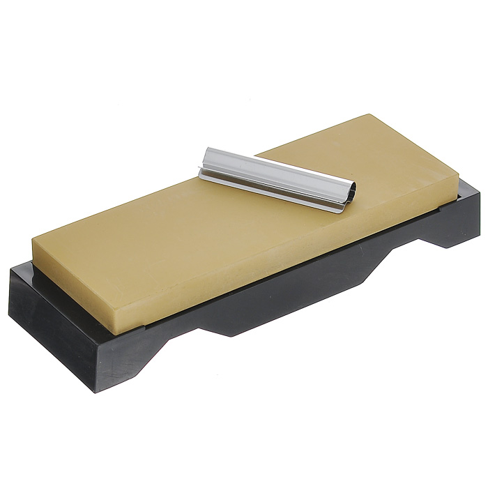 Камень точильный Tojiro Togi Zyozi, финишный, # 3000115510Точильный камень Tojiro Togi Zyozi предназначен для заточки кухонных ножей. Камень имеет мелкозернистую поверхность, которая подходит для окончательной заточки и полировки лезвия. Перед использованием камень необходимо замочить в воде на 3-5 минут. Точильный камень закреплен на пластиковой подставке. Характеристики:Материал: абразивные материалы, пластик, металл. Размер камня: 18,5 см х 6,5 см х 1,5 см. Зернистость: # 3000. Размер упаковки: 22 см х 7 см х 4 см. Артикул: QA-0222.
