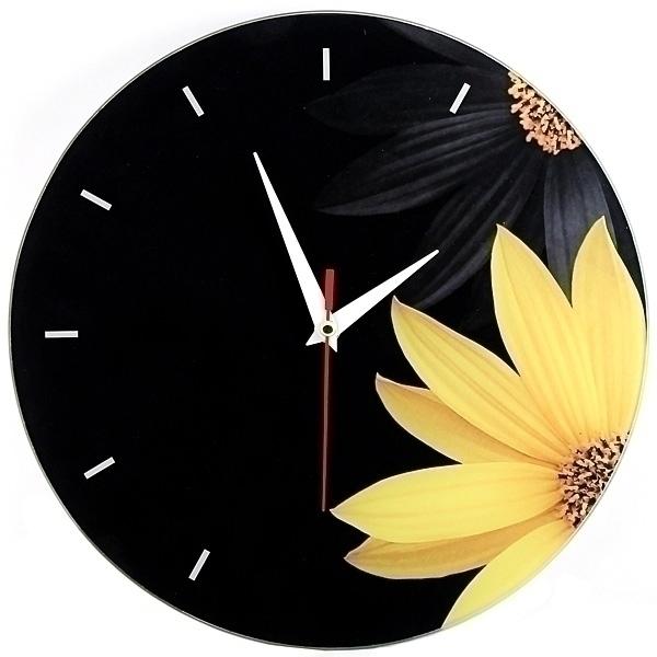 Часы настенные Ромашка, стеклянные, цвет: черный, желтый. 9530494672Оригинальные настенные часы Ромашка круглой формы выполнены из стекла и оформлены изображением ромашек. Часы имеют три стрелки - часовую, минутную и секундную. Циферблат часов не защищен. Необычное дизайнерское решение и качество исполнения придутся по вкусу каждому. Оформите совой дом таким интерьерным аксессуаром или преподнесите его в качестве презента друзьям, и они оценят ваш оригинальный вкус и неординарность подарка. Характеристики:Материал: пластик, стекло. Диаметр часов: 28 см. Размер упаковки: 30 см х 21,5 см х 4,5 см. Артикул: 95304. Работают от батарейки типа АА (в комплект не входит).