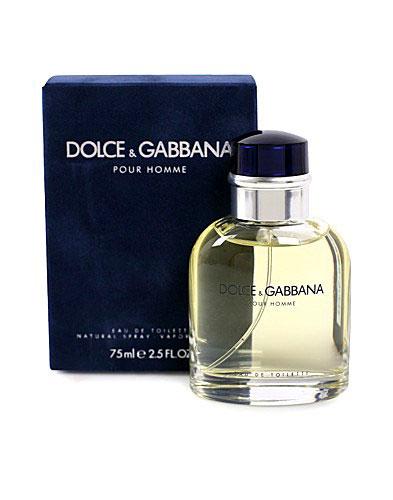 Dolce & Gabbana Pour Homme. Туалетная вода, 75 мл3349668111343Такой же уникальный, как имидж Dolce & Gabbana - смесь иронии, беспечности, небрежного шика.Аромат для творческих личностей - оригинальная интерпретация мужественности и раскрепощенности!В 1995 году аромат награжден тремя парфюмерными «Оскарами»: за лучший аромат, за лучшую упаковку, за лучшую рекламу.Строгий, классический флакон с закругленным силуэтом словно создан для того, чтобы быть крепко сжатым в уверенной, мужской ладони.Классификация аромата: ароматический фужер.Пирамида аромата· Верхние ноты: бергамот, нероли, мандарин.· Ноты сердца: лаванда, полынь, шалфей.· Ноты шлейфа: сандал, табак, кумарин.Ключевые слова: мужественный, харизматичный, пикантный, волнующий, дерзкий, чувственный.ХарактеристикиОбъем: 75 мл.Форма выпуска: флакон.Производитель: Великобритания.Туалетная вода - один из самых популярных видов парфюмерной продукции. Туалетная вода содержит 4-10% парфюмерного экстракта. Главные достоинства данного типа продукции заключаются в доступной цене, разнообразии форматов (как правило, 30, 50, 75, 100 мл), удобстве использования (спрей). Идеальна для дневного использования.Товар сертифицирован.