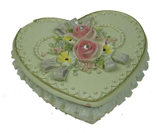 Шкатулка Весенние цветы, цвет: бежевый, 8,5 см х 8 см х 5 см. 124687458984Шкатулка Весенние цветы изготовлена из полистоуна в виде сердца бежевого цвета, декорированного рельефными кружевными узорами. Крышка оформлена барельефом в виде роз, украшенных стразами. Изящная шкатулка прекрасно подойдет для хранения ювелирных украшений. На дне имеется три резиновые ножки для предотвращения скольжения по столу. Такая изящная шкатулка, несомненно, понравится всем любительницам необычных вещиц. Характеристики:Материал: полистоун. Цвет: бежевый. Размер шкатулки: 8,5 см х 8 см х 5 см. Размер упаковки: 10 см х 9 см х 5,5 см. Артикул: 124687.