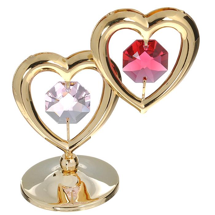 Фигурка декоративная Сердце, цвет: золотистый, красный. 6745374-0120Притягательный блеск и невероятная утонченность декоративной фигурки Сердце великолепно дополнят интерьер и, несомненно, не останутся без внимания. Фигурка выполнена из металла с блестящим золотистым покрытием в виде двух сердечек на шаровидной подставке, украшена надписью Love и двумя крупными кристаллами Swarovski. Декоративная фигурка Сердце послужит прекрасным подарком ценителю изысканных и элегантных вещиц. Характеристики:Материал: металл, кристаллы Swarovski. Размер фигурки: 4,5 см х 0,5 см х 7,5 см. Цвет: золотистый, красный. Артикул: 67453.