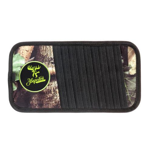 Органайзер на козырек Зверобой, для CD-дисков, 30 см х 15 см. ZV/ORG-010 STD 0033Органайзер на козырек для CD-дисков Зверобой изготовлен из прочной брезентовой ткани с расцветкой летний камуфляж и оформлен вставками из экокожи. Брезент не выгорает на солнце и длительное время сохраняет привлекательный внешний вид. Аксессуар удобно крепится на водительский или пассажирский козырек в салоне автомобиля и вмещает до 10 компакт-дисков, а также авторучку и другие мелкие предметы. Органайзер для CD-дисков - это незаменимый аксессуар для тех, кто любит слушать музыку даже вдали от города, в местах, где нет радиостанций. Характеристики: Материал: экокожа, брезент. Размер органайзера: 30 см х 15 см. Вместимость: 10 компакт-дисков. Размер упаковки: 18 см х 35 см х 2 см. Артикул: ZV/ORG-010 S.