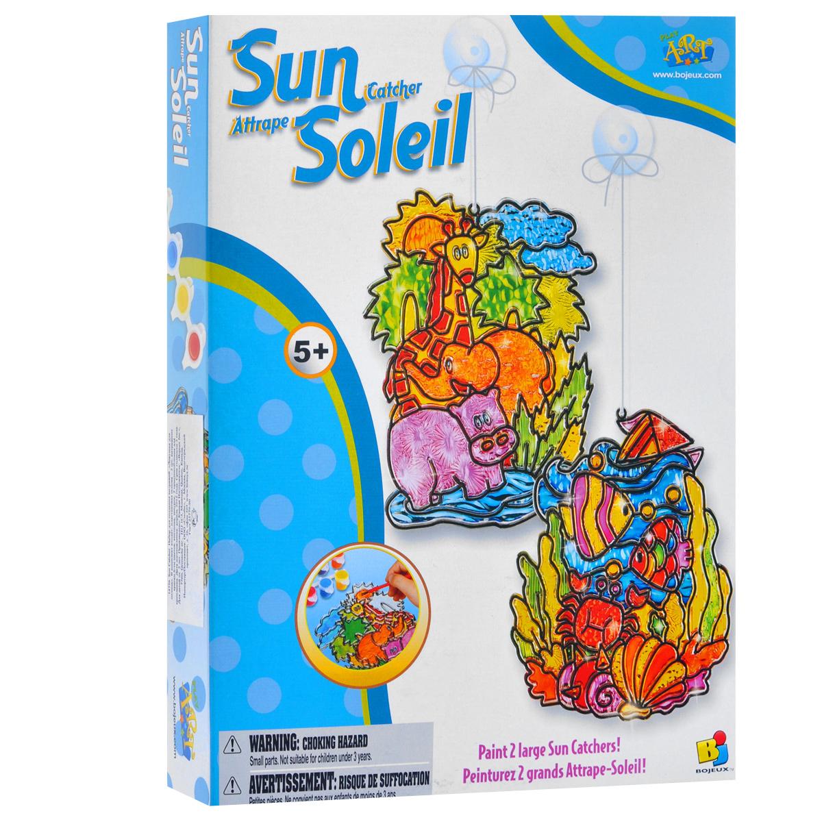 """Набор для создания витражей """"Ловушка для солнца"""" непременно привлечет внимание вашего маленького художника. В набор входят витражные краски шести цветов, две пластиковые основы, кисточка, шнурок и два приспособления для крепления. Раскрасьте пластиковую основу красками и подвесьте в нужное место, воспользовавшись шнурком и креплением. С помощью этого набора вы отлично украсите интерьер своего дома!"""