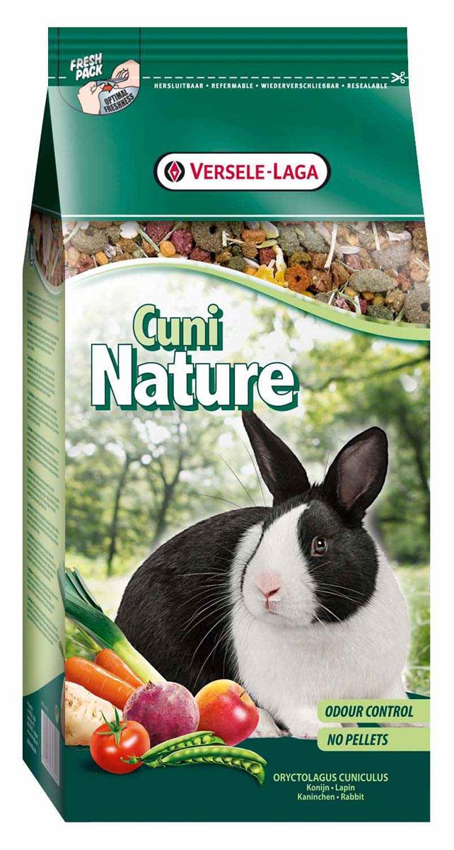 Корм для кроликов Versele-Laga Cuni Nature, 750 г0120710Versele-Laga Cuni Nature - это полноценный основной корм для кроликов и карликовых кроликов, разработанный с учетом их пищевых потребностей. Это высококачественная смесь природных компонентов, которая содержит все необходимые для организма питательные вещества, витамины, минералы и аминокислоты, необходимые для жизнерадостной и здоровой жизни вашего питомца. Versele-Laga Cuni Nature содержит дополнительное количество клетчатки, трав, овощей, фруктов и добавок, важных для здоровья: обеспечивает превосходное пищеварение, гигиену полости рта, сияющую шерсть и великолепное здоровье. Широкое разнообразие ингредиентов гарантирует превосходный вкус и усвояемость. Не содержит прессованных гранул! Указания к использованиюВ зависимости от размера, породы и возраста кролика рекомендуемая дневная порция составляет от 50 до 80 грамм. Обеспечивайте вашему питомцу свежий корм и питьевую воду ежедневно. Также предоставьте достаточное количество сена. Состав: продукты растительного происхождения, хлебные злаки, овощи (11%, из которых 25% моркови, 3,5% свеклы, 3,5% пастернак и 3,5% помидоры), экстракт белков овощного происхождения, семена (4%, из которых 23% семя льна), фрукты (4%, из которых 10% яблоко, 15% банан и 75% сладкие бобы кэроб), минералы, дрожжи, фруктоолигосахариды, календула, травы, морские водоросли, юкка, косточки винограда.Анализ состава: 15,5% белки, 4% жиры, 15% сырая сетчатка, 6% сырая зола, 0,8% кальций, 0,5% фосфор, 0,66% лизин, 0,23% метионин. Добавки на кг: витамин А 9750 МЕ, витамин D3 1240 МЕ, витамин Е 71 мг, железо 89 мг, йод 2 мг, медь 9 мг, марганец 71 мг, цинк 65 мг, селен 0,2 мг, антиоксиданты.Вес: 750 г.Товар сертифицирован.
