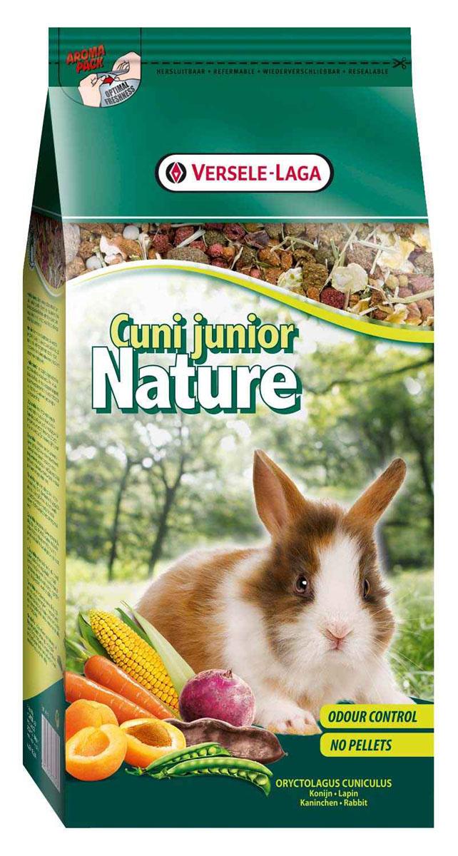 Корм для молодых кроликов Versele-Laga Cuni Junior Nature, 750 г0120710Корм Versele-Laga Cuni Junior Nature - это полноценный основной корм для молодых и карликовых кроликов, разработанный с учетом их пищевых потребностей. Применять до 6-месячного возраста. Это высококачественная смесь природных компонентов, которая содержит все необходимые для организма питательные вещества, витамины, минералы и аминокислоты, необходимые для оптимального роста и развития вашего питомца. Cuni Junior Nature содержит дополнительное количество клетчатки, трав, овощей, фруктов и добавок, важных для здоровья. Это обеспечивает превосходное пищеварение, гигиену полости рта, сияющую шерсть и великолепное здоровье. Широкое разнообразие ингредиентов гарантирует превосходный вкус и усваиваемость. Не содержит прессованных гранул!Состав: продукты растительного происхождения, экстракт белков овощного происхождения, овощи (18,5%, из которых 15,5% морковь и 5,5% свекла), хлебные злаки, семена (4,5%, из которых 19% семя льна), фрукты (3,5%, из которых 20% абрикос и 80% сладкие бобы кэроб), минералы, дрожжи, календула, фрукто-олигосахариды, морские водоросли, юкка, травы, манан-олигосахариды косточек винограда.Пищевая ценность: 16,5% белки, 4% жиры, 15% сырая клетчатка, 6% сырая зола, 0,7% кальций, 0,5% фосфор, 0,81% лизин, 0,29% метионин.Добавленные вещества: 14290 м/е витамин А, 2000 м/е витамин D3, 88 мг витамин Е, 107 мг Е1 (Железо), 2,7 мг Е2 (Йод), 13 мг Е4 (Медь), 98 мг Е5 (Марганец), 90 мг Е6 (Цинк), 0,3 мг Е8 (Селен), красители, антиоксиданты.Вес: 750 г.Товар сертифицирован.
