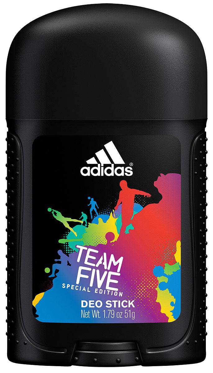 Adidas Дезодорант-стик Team Five, мужской, 51 гFS-00897Уникальная формула обеспечивает ощущение свежести и защиту от неприятного запаха в течение 24-х часов. Комплекс фарнезол, оказывает мягкое антибактериальное действие, позволяющее быть высокоэффективным средством в защите от запаха пота. Характеристики:Вес: 51 г. Производитель: Монако. Товар сертифицирован.
