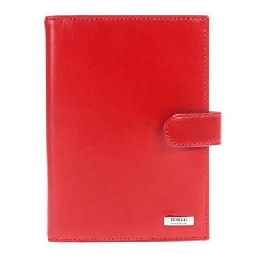 Бумажник водителя Tirelli Классик, цвет: красный. 15-320-0615-320-06Бумажник водителя Tirelli Классик изготовлен из натуральной кожи красного цвета с матовой текстурой. Закрывается бумажник при помощи хлястика на кнопку.Внутри содержится съемный блок из 6 прозрачных пластиковых файлов разного размера для автодокументов. На внутренней стороне обложки имеется 3 прорезных кармашка для пластиковых карт, прозрачное окошко для фотографии и потайной кармашек для мелких бумаг.Стильный бумажник не только защитит ваши документы, но и станет стильным аксессуаром, подчеркивающим ваш образ. Изделие упаковано в подарочную коробку синего цвета с логотипом фирмы Tirelli. Характеристики:Материал: натуральная кожа, металл, пластик. Цвет: красный. Размер бумажника: 10 см х 13,7 см х 1 см. Размер упаковки: 15,5 см х 11,5 см х 2,5 см. Артикул: 15-320-06.