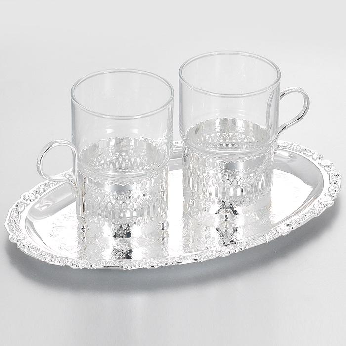 Набор чайный Queen Anne, 3 предмета. Ан 0/6321VT-1520(SR)Чайный набор Queen Anne состоит из двух стаканов и овального подноса. Стаканы выполнены из качественного прозрачного стекла и размещаются в подстаканниках из стали с серебрением. Подстаканники оформлены декоративной перфорацией и оснащены тремя круглыми ножками. Поднос выполнен из стали с серебрением и декорирован изящной гравировкой.Элегантный дизайн и совершенные формы предметов набора привлекут к себе внимание и украсят интерьер вашей кухни. Чайный набор Queen Anne, выполненный под старину, идеально подойдет для сервировки стола и станет отличным подарком к любому празднику.Изделия покрыты устойчивым от потускнения лаком. Изредка мойте в мыльной воде. Не применять средства для чистки серебра - это уничтожит лаковое покрытие. Характеристики:Материал: сталь, стекло. Размер подноса: 24 см х 15 см. Диаметр стакана по верхнему краю: 6,5 см. Высота стакана: 9,7 см. Размер упаковки: 24 см х 15 см х 7,5 см. Изготовитель: Великобритания. Артикул: Ан 0/6321.