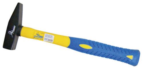 Молоток Мамонт, 0,8 кг2706 (ПО)Молоток слесарный. Эргономичная обрезиненная рукоятка из выполнена фибергласа. Высокая прочность соединения рабочей части и рукоятки (полное отсутствие люфта). Продолжительный ресурс при интенсивной работе. Идеальная конструктивная геометрия, рука не устаёт при длительном использовании. Характеристики: Материал: сталь, фиберглас. Вес молотка: 0,8 кг. Размер молотка: 35 см х 13 см х 3,5 см.Размер упаковки: 35 см х 13 см х 3,5 см.