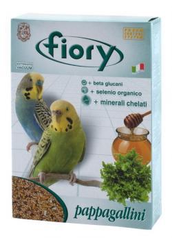 Смесь Fiory Pappagallini для волнистых попугаев, 1 кг24Смесь для волнистых попугаев Fiory Pappagallini, как и все смеси Fiory, содержит девять видов семян, обеспечивающих сбалансированный и разнообразный рацион для волнистых попугайчиков.Кроме обычных, общеизвестных семян, также есть очень редкие семена сафлора. Сафлор дает довольно маслянистые семена, которые в Азии употребляют в пищу. Семена облегчают запоры, а также улучшаю пигментацию.Эта смесь, наряду с другими продуктами Fiory, также была обогащена медом и растительными гранулами. Другой характеристикой смеси является добавление гранул, богатых: бета-глюканами. Представляют собой линейные цепочки глюкозы, стимулирующие иммунную систему в целом; органическим селеном. Это очень важный минерал, активно участвующий в защите клеточных мембран и волоконец, которые соединяют между собой клетки; келатными минералами. Обладают многообразным иммуностимулирующим действием, способствующим развитию клеток.Состав: желтое просо, белое просо, овес лущеный, лен, просо, красное просо, двукисточник тростниковый, гранулы (пекарные продукты, злаки и зерновые продукты), мед 10%, сало, экстракт из юкки, красители и антиокислители: добавки CE) 4,1%, шафлор, добавки.Товар сертифицирован.