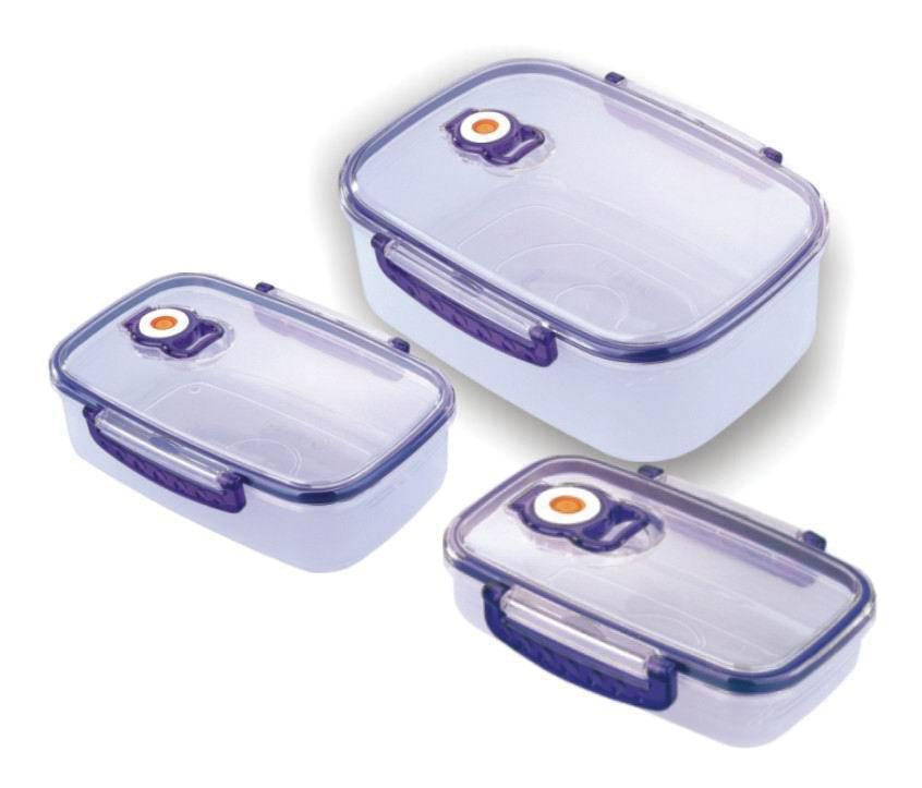 Набор вакуумных контейнеров Bekker с крышками, 3 шт. BK-5100VT-1520(SR)Набор Bekker состоит из трех прямоугольных контейнеров с крышками, выполненных из пищевого пластика. Крышки оснащены удобными ручками, с помощью которых изделия плотно закрываются. Благодаря клапану внутри контейнеров создается вакуум, не пропускающий лишний воздух. Именно поэтому продукты в вакуумных контейнерах дольше сохраняют свежесть. Изделия складываются друг в друга, поэтому их просто хранить, и они не займут много места на вашей кухне. Изделия пригодны для использования в микроволновой печи и для хранения в морозильной камере и холодильнике. Характеристики:Материал: пластик. Комплектация: 3 шт. Объем: 2,5 л, 1,1 л, 0,43 л. Размер контейнеров (по верхнему краю): 25 см х 17 см, 21 см х 12 см, 16 см х 9 см. Высота стенки: 8 см, 6 см, 4 см. Размер упаковки: 26 см x 20 см x 10 см. Артикул: BK-5100.