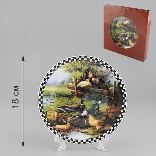 Тарелка декоративная Деревенская жизнь, диаметр 18 см54 009312Декоративная тарелка Деревенская жизнь станет достойным украшением вашего интерьера. Сувенирная тарелка выполнена из фарфора, декорирована оригинальным рисунком. Тарелка сочетает в себе изысканный дизайн и красочность оформления, которая придется по вкусу и ценителям классики, и тем, кто предпочитает утонченность и изящность. А также такая тарелка послужит хорошим подарком, для людей, ценящих красивые и оригинальные вещи. Характеристики:Материал:фарфор. Диаметр тарелки: 18 см. Размер упаковки: 18 см х 18 см х 3 см. Изготовитель: Китай. Артикул: 515-476.