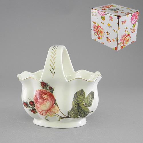 Конфетница с ручкой Besko Аромат розы. 528-380115510Конфетница Аромат розы, изготовленная из высококачественного фарфора белого цвета с золотистой каймой, украсит сервировку вашего стола и подчеркнет прекрасный вкус хозяина, а также станет отличным подарком. Она имеет изысканную форму и украшена изображением пышной розы.Красочность оформления придется по вкусу и ценителям классики, и тем, кто предпочитает утонченность и изящность.Характеристики:Материал: фарфор. Размер конфетницы: 15 см х 10,5 см х 14,5 см. Глубина конфетницы: 8 см. Высота ручки: 5 см. Размер упаковки: 15 см х 11,5 см х 14 см. Артикул: 528-380.