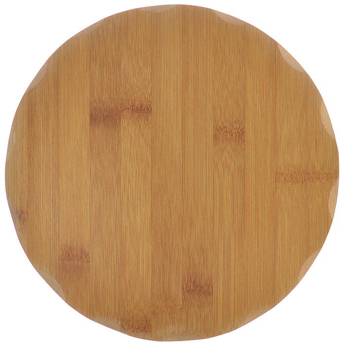 Доска разделочная Hans & Gretchen, диаметр 23 см4652460Круглая разделочная доска Hans & Gretchen выполнена из натурального бамбука. Бамбук обладает природными антибактериальными свойствами. Доски отличаются долговечностью, большой прочностью и высокой плотностью, легко моются, не впитывают запахи и обладают водоотталкивающими свойствами, при длительном использовании не деформируются. Разделочная доска Hans & Gretchen прекрасно подойдет для приготовления и сервировки пищи.Рекомендации по уходу: - очищать сразу после использования; - просушивать после мытья; - не использовать при высокой температуре. Характеристики: Материал: бамбук. Размер разделочной доски: 23 см х 23 см х 1 см. Артикул: 99526.