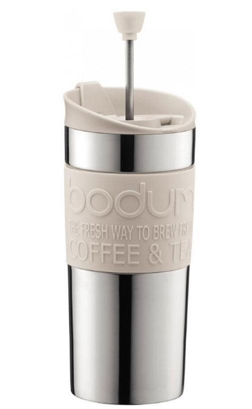 Кофейник дорожный Travel, цвет: белый, 0,35 л68/5/4Французский пресс Travel, выполненный из двухслойной стали, что надолго сохраняет напиток горячим. Крышка же сконструирована так, чтобы из кофейника, как из кружки, можно было пить. Засыпайте кофе внутрь кофейника, заливайте горячей водой и закрывайте крышку. Оставьте на несколько минут, а затем опустите поршень. Он отфильтрует кофейную гущу от самого напитка. Кофейник пригодится вам на пикнике, в путешествии или в офисе. С ним приготовление вкуснейшего ароматного и крепкого кофе займет всего пару минут. Характеристики:Материал: сталь, пластик, силикон. Цвет: белый. Объем: 0,35 л. Диаметр кофейника по верхнему краю: 8 см. Диаметр основания кофейника: 7,5 см. Высота кофейника (с учетом крышки): 17 см. Размер упаковки: 18 см х 8,5 см х 8 см. Изготовитель: Швейцария. Артикул: 11067-913.