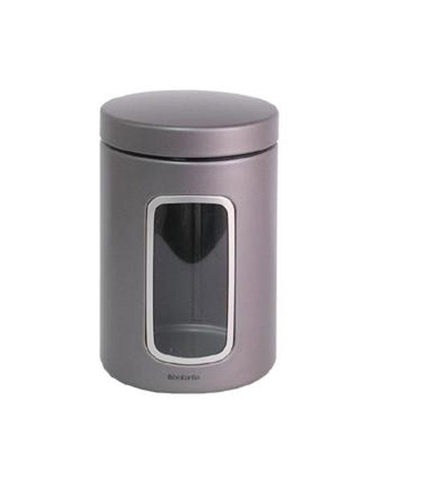 Контейнер для сыпучих продуктов Brabantia с окном, 1,4 л. 288425Аксион Т-33Контейнер для сыпучих продуктов Brabantia, изготовленный из высококачественной нержавеющей стали, станет незаменимым помощником на кухне. В нем будет удобно хранить разнообразные сыпучие продукты, такие как кофе, крупы, макароны или специи. Контейнер снабжен металлической крышкой и окошком. Оригинальный дизайн контейнера позволит украсить любую кухню, внеся разнообразие, как в строгий классический стиль, так и в современный кухонный интерьер. Характеристики:Материал:нержавеющая сталь, пластик. Объем: 1,4 л. Диаметр: 9 см. Высота: 16 см. Толщина стенки: 0,5 мм. Размер упаковки: 16 см х 10,5 см х 10,5 см. Артикул: 288425. Гарантия производителя: 5 лет.