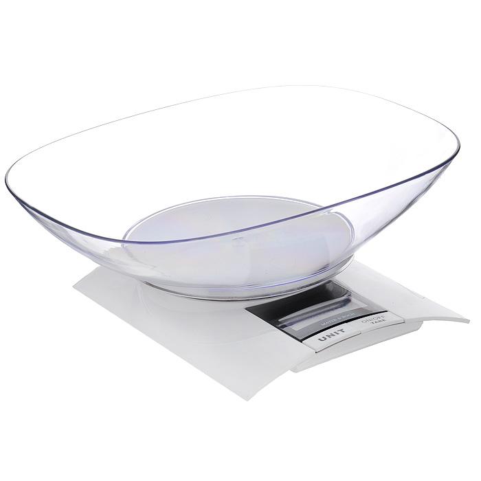 Весы кухонные Mayer & Boch, до 3 кгBSS-4095Весы кухонные Mayer & Boch позволят вам взвесить с точностью до грамма продукты весом до 3 кг. Весы оснащены тензометрическим датчиком высокой точности. Корпус весов и чаша для продуктов выполнены из ударопрочного пластика. Весы оснащены электронным дисплеем. На корпусе расположены две кнопки управления: кнопка включения/отключения и обнуления веса - On/Off/Tare и кнопка выбора меры весов - Unit. В весах предусмотрено 4 единицы измерения - kg, lb, st, g. Если вы забудете отключить весы, они отключатся автоматически через 2 минуты. Дно весов снабжено пятью противоскользящими ножками. Кухонные весы Mayer & Boch придутся по душе каждой хозяйке и станут незаменимым аксессуаром на кухне. Характеристики: Материал: пластик. Размер основания весов: 17 см х 14 см х 2,5 см. Размер чаши: 23,5 см х 17,5 см х 5,5 см. Максимальный вес: 3 кг. Цена деления: 1 г. Точность измерения: 1 г. Размер упаковки: 24 см х 7 см х 18 см. Артикул: 20912. Весы работают от 2 батареек мощностью 1,5V типа ААА (входят в комплект).