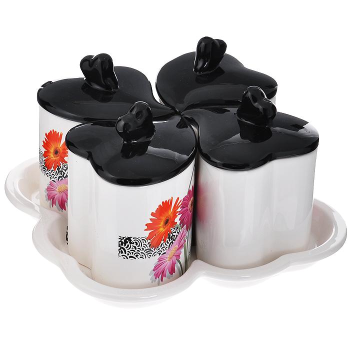 Набор банок для хранения Gerbera, с подставкой, 5 предметовDFC02080-02208 5/SНабор банок для хранения Сердце, выполненный из высококачественной керамики белого цвета в форме сердца, оформлен изображением цветков герберы. Набор имеет поднос, украшенный ярким принтом и крышки черного цвета выполненные в виде сердец. Набор банок для хранения Сердце сочетает в себе оригинальный дизайн с максимальной функциональностью, и отлично впишется в интерьер вашей кухни. Такой набор не только украсит вашу кухню, но и станет отличным подарком.Предметы набора можно мыть в посудомоечной машине (минимальная температура). Не подходит для использования на открытом огне. Не подвергать резким перепадам температуры. Характеристики: Материал: керамика. Размер банки (с учетом крышки) (Д х Ш х В): 10 см х 11 см х 14 см. Размер подставки (Д х Ш х В): 24 см х 24,5 см х 3 см. Количество банок: 4 шт. Размер упаковки (Д х Ш х В): 25 см х 14,5 см х 24,5 см. Артикул: DFC03106 5/S.