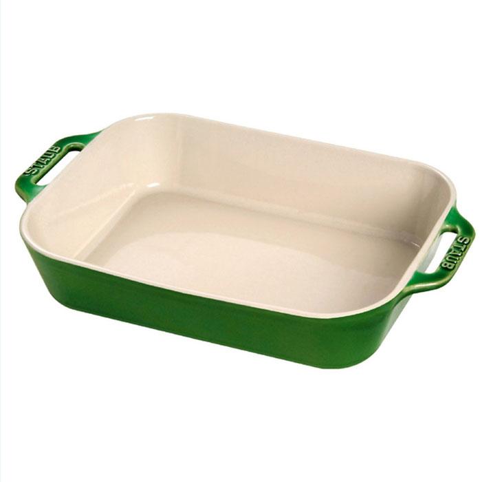 Форма прямоугольная керамическая Staub, цвет: зеленый базилик, 27 см х 20 см х 6,5 см20.45.22Прямоугольная форма Staub изготовлена из керамики, покрытой эмалью из стеклянного порошка. Не содержит свинца. Она отлично подойдет для приготовления и подачи на стол разнообразных запеканок, кексов и пирогов. Подходит для использования в духовке, гриле и микроволновой печи, может использоваться для сервировки. Нельзя использовать на открытом огне. Можно помещать в морозильную камеру, но не ставить керамическую посуду из морозильной камеры сразу в горячую духовку. Можно мыть в посудомоечной машине или вручную, используя губку. Сушить вверх дном. Максимальная и минимальная температура использования: +300°С/-20°С.