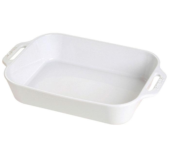 Форма прямоугольная керамическая Staub, цвет: белый, 34 см х 24 см х 6,5 см94672Прямоугольная форма Staub изготовлена из керамики, покрытой эмалью из стеклянного порошка. Не содержит свинца. Она отлично подойдет для приготовления и подачи на стол разнообразных запеканок, кексов и пирогов. Подходит для использования в духовке, гриле и микроволновой печи, может использоваться для сервировки. Нельзя использовать на открытом огне. Можно помещать в морозильную камеру, но не ставить керамическую посуду из морозильной камеры сразу в горячую духовку. Можно мыть в посудомоечной машине или вручную, используя губку. Сушить вверх дном. Максимальная и минимальная температура использования: +300°С/-20°С.